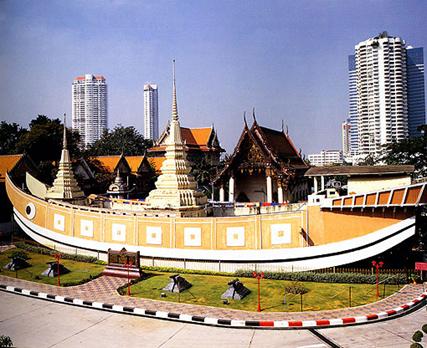 mot-ngay-lac-buoc-tai-bangkok-thai-lan-song-chua-wat yanawa
