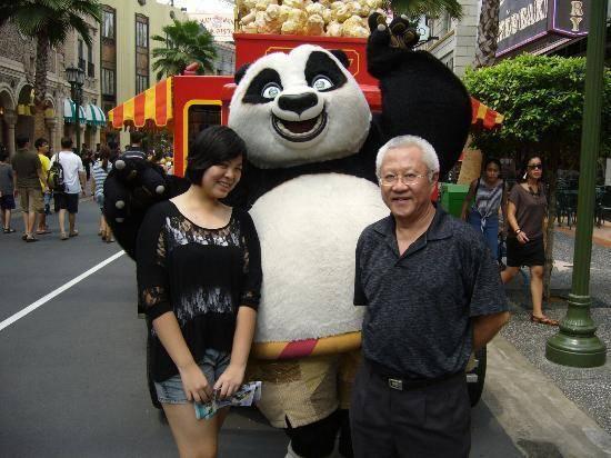ghe-tham-transformer-va-kungfu-panda-cua-du-lich-singapore-panda