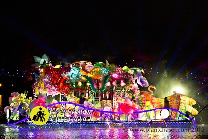 Lễ hội đua thuyền ánh sáng - Magic of the night